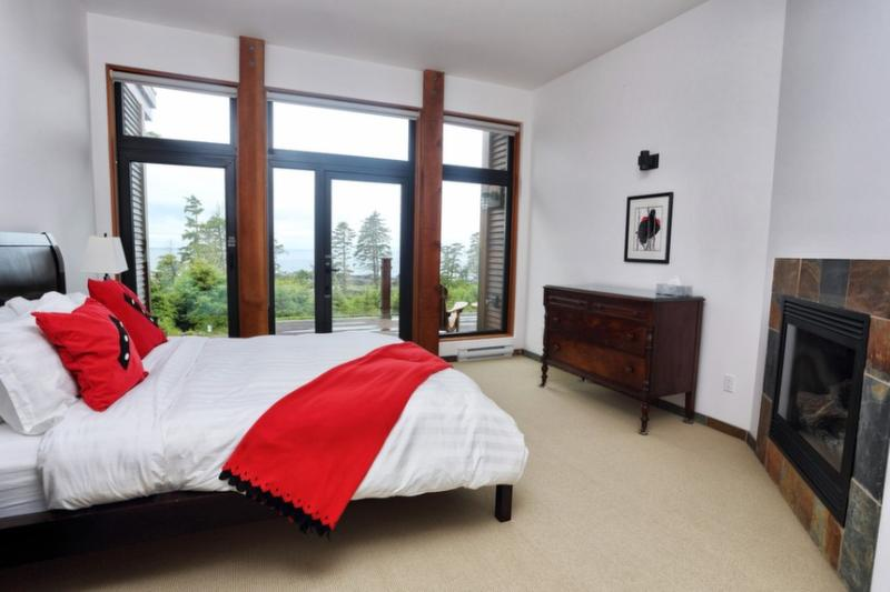 King-size bed with sweeping views of ocean. - Pacific Sunset - Ucluelet - rentals