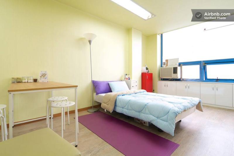 """Super single size bed and one more queen sized bed - Hot place """"Timessquare"""" here with Hanriver - Seoul - rentals"""