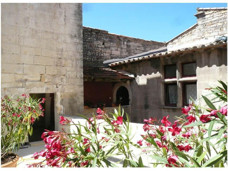 the terrasse - La Villages - Bed and Breakfast - Vallabregues - rentals
