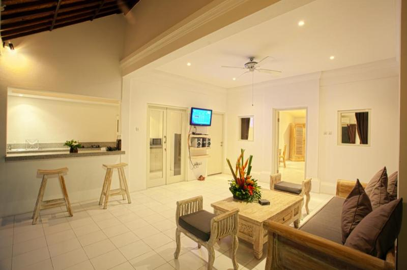 Living area - 2 Bedroom Pool Villa in Oberoi Seminyak - Seminyak - rentals