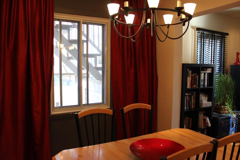 Dining room - 3 bdr/ch - 2 floors/étages - perfect for a family - Montreal - rentals