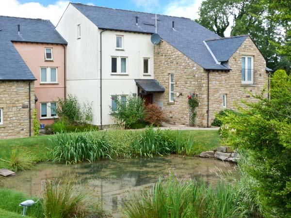 GREEN MEADOW, fantastic on-site facilities including swimming pool, easy access to Lakes and Dales, luxuriously appointed, near Kirkby Lonsdale Ref. 25209 - Image 1 - Kirkby Lonsdale - rentals