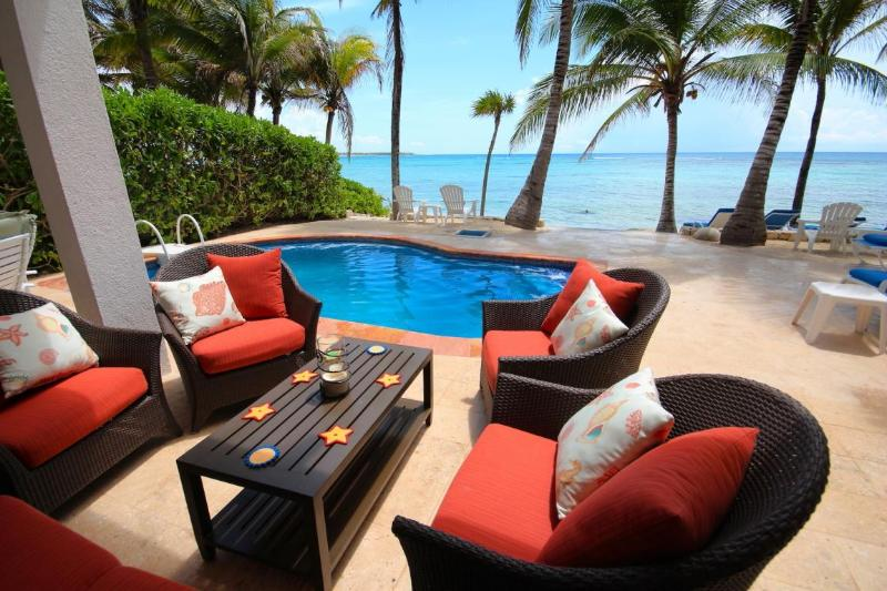 Relaxing and comfortable Poolside sitting area - ALMA DE TEXOMA - Beachfront Villa With Pool - Akumal - rentals