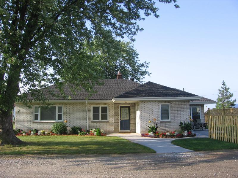 Cherry Lane Cottage - Cherry Lane Cottage on a cherry and peach farm - Niagara-on-the-Lake - rentals