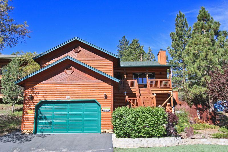 An amazing three story log style home with four bedrooms and three and a half bathrooms. - Grizzly Bear Lodge - Fenced Yard! Spa! Game Room! - Big Bear City - rentals