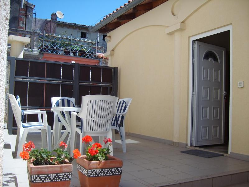 Terrace - Appartment Medulin, 4 persons, with free internet - Medulin - rentals