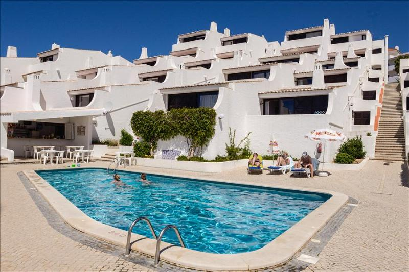 1 Bedroom Apartment Land VIew for 4 Adults, 50m From Oura Beach - ALBUFEIRA - REF. GB114308 - Image 1 - Albufeira - rentals
