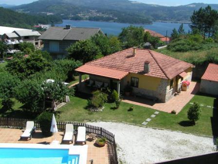 Vista aerea de la Casa rural, jardines y piscina - Casa Rural de Vacaciones en Galicia, Pontevedra - Pontevedra - rentals