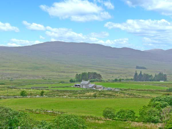 BRYN RE, detached, mountain views, off road parking, garden, in Trawsfynydd, Ref 8881 - Image 1 - Trawsfynydd - rentals