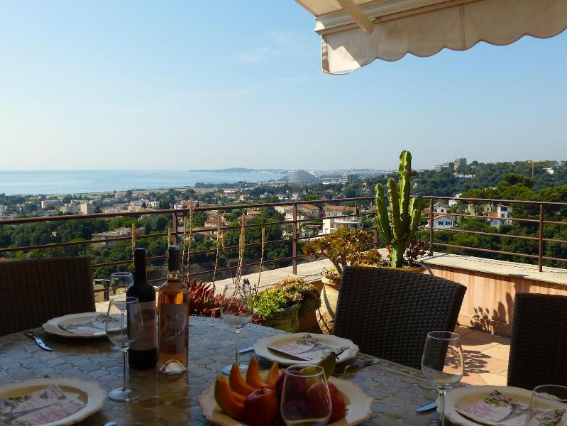 Terrace dining - Lovely Home on Church Square with Super Sea Views - Cagnes-sur-Mer - rentals