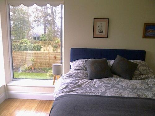 The bedroom, with two large windows looking onto the garden and the park beyond - HARDY HOUSE, WINCHESTER - Winchester - rentals