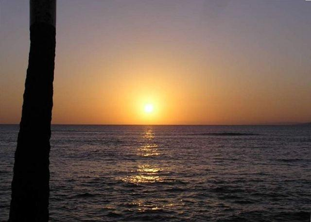 Spectacular West Maui sunsets at an approx. 1 minute walk - Total Luxury at an Affordable Price! - Lahaina - rentals