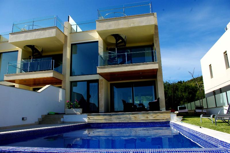 Villa with panoramic and stunning sea views, WLAN - Image 1 - Puerto de Alcudia - rentals