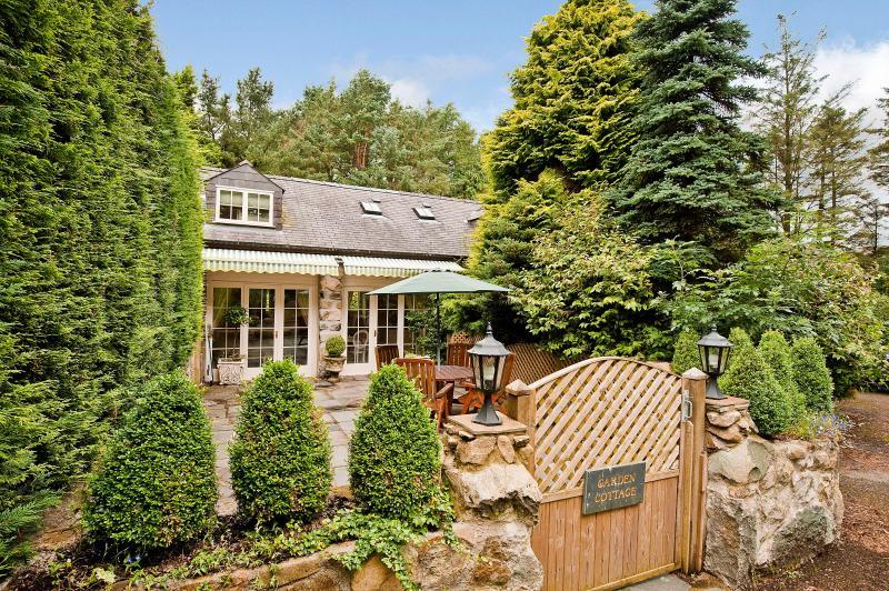 Tyddyn Mawr Cottage, Nr Criccieth - Image 1 - Garndolbenmaen - rentals