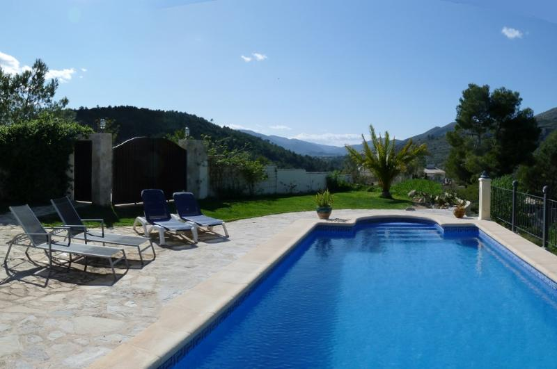 pool with lawn and terrace with sunbeds - Country B&B with pool. Near beaches and amenities - Lliber - rentals