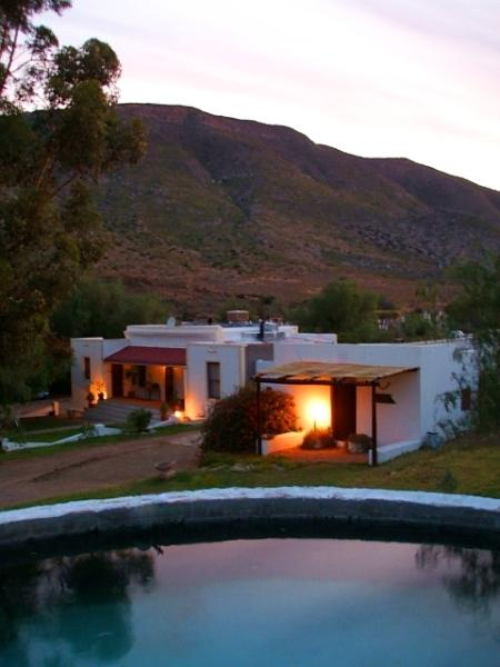 Dam and koppie house at dusk - The Koppie House in Prince Albert - historical gem of the Karoo - Prince Albert - rentals