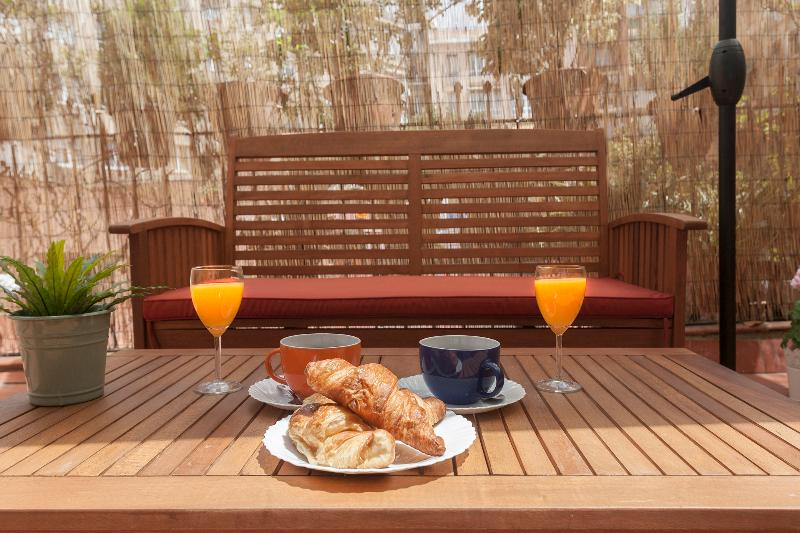 Sunny terrace central close to Plaza Cataluña - Image 1 - Barcelona - rentals