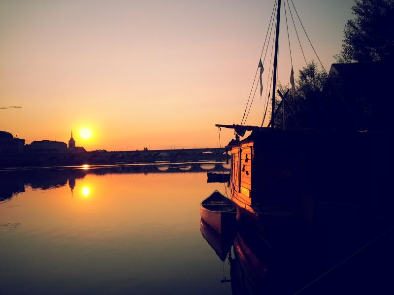 DIFFERENT HOLIDAYS IN FRANCE - Luxury  Different Holidays houseboat Loire Romance with magic view of Saumur Castle - Saumur - rentals