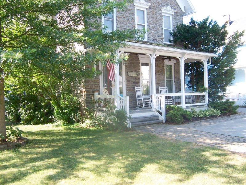 Front of the house - The Garden Suite at the Stone Victorian - Hammondsport - rentals