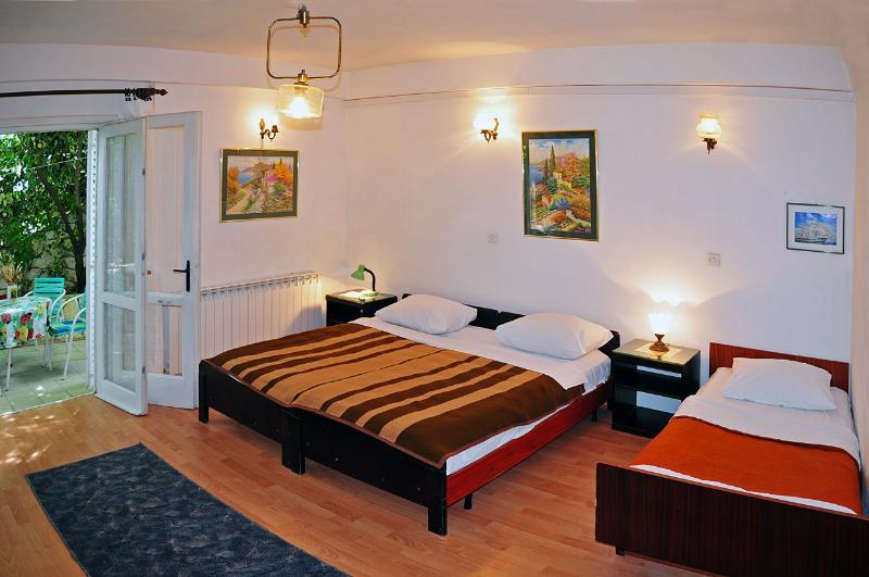 Apartment for 3 - Hvar town - Image 1 - Hvar - rentals