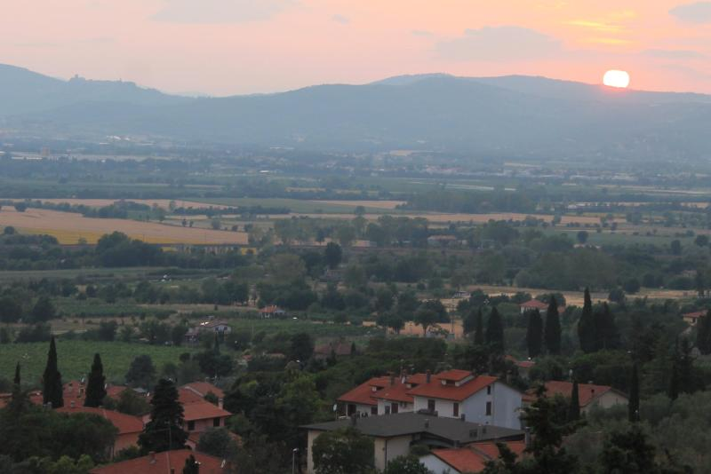 sun set from the house - 2BR 1BA Private Garden with Breathtaking view - Arezzo - rentals