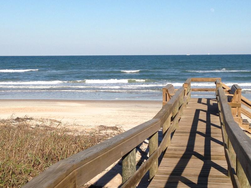 Private dock to gorgeous car-free beach only steps away - Mako Beach Cottage - Cozy, colorful ocean retreat - Ormond Beach - rentals