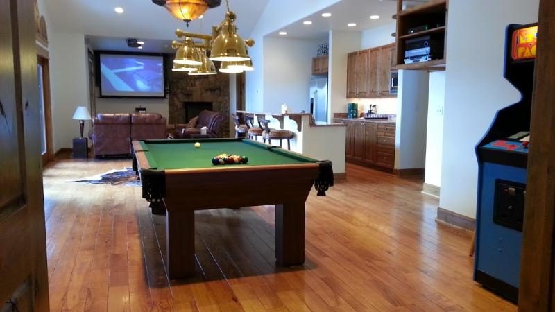 Newly Felted 8 Foot Connelly Table - Large, Luxury Residence w/ Expansive Views Between Vail & Beaver Creek Ski Areas - Vail - rentals