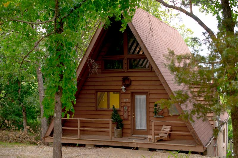 Entry with wrap around drive way on a secluded lake front lot. - Table Rock Lake FRONT Cabin w/ Breathtaking View!! - Branson - rentals