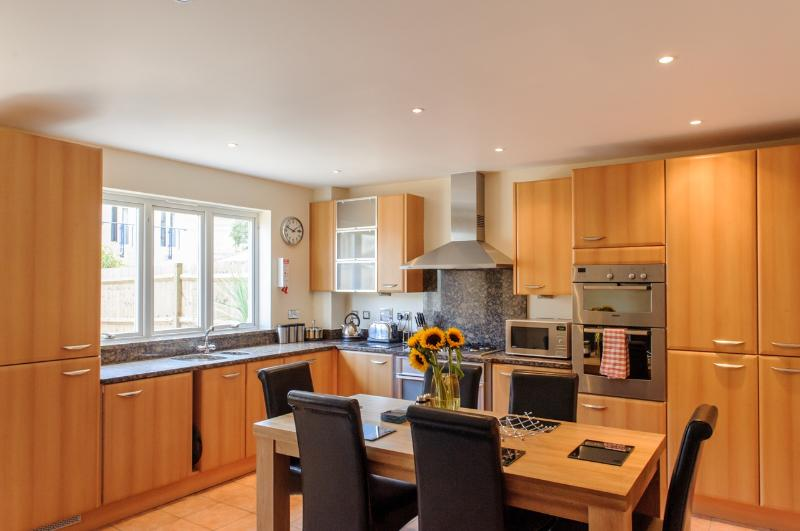 Large fully equipped kitchen - Camstay Townhouse - Cambridge - rentals