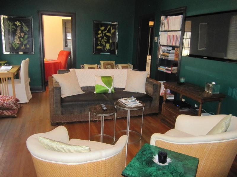 Downstairs living area - Downtown Austin, vintage charm, walk everywhere! - Austin - rentals