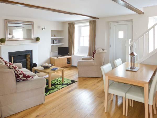 BLUEBERRY COTTAGE, open plan living area, open fire, Leyburn, Ref. 21679 - Image 1 - Leyburn - rentals