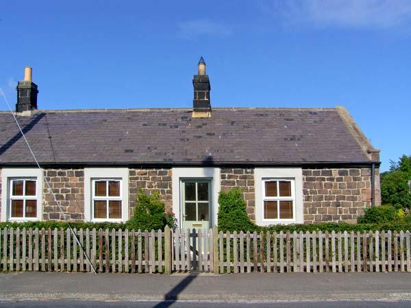 RISING SUN, end-terraced cottage with woodburner, garden, amenities on doorstep, close to coast and castles, in Christon Bank, Ref 25354 - Image 1 - Embleton - rentals