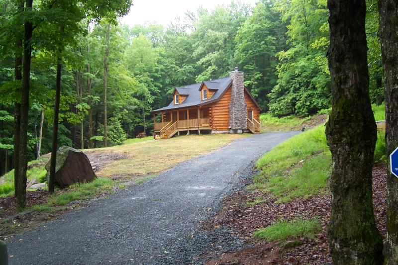 Log home close to all shopping and casinos - Image 1 - Monticello - rentals