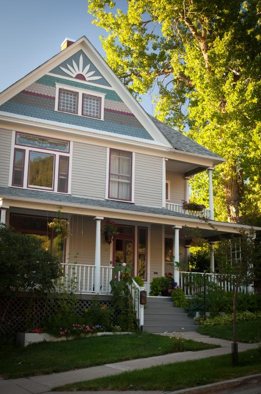 The 1899 Inn is one of the largest Queen Annes built in Deadwood in the 19th century. - 1899 Inn: Victorian Manor in Historic Deadwood - Deadwood - rentals