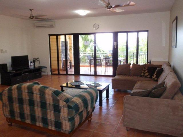 Lounge and balcony - Luxury three bedroom apartment in CBD - Darwin - rentals