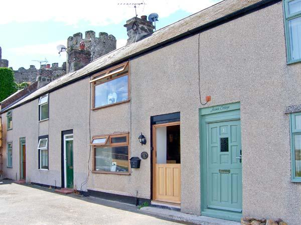 BREUDDWYDIO, ideal for a family or couple, sea views, coastal walks from door, in Conwy, Ref 25858 - Image 1 - Conwy - rentals