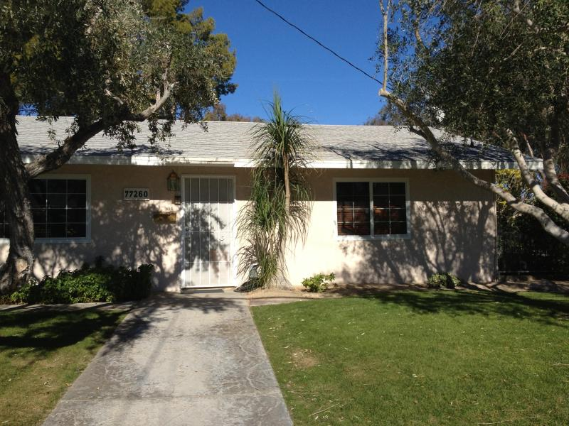 Front of Home - 2 bdr 2 bth +den  home in Palm Desert Country Club - Palm Desert - rentals