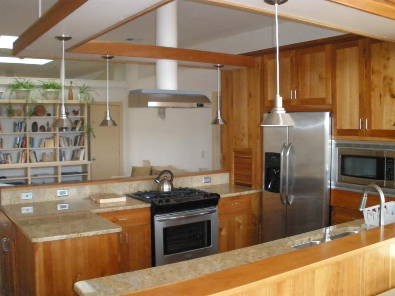 Open plan kitchen looking towards living area - Contemporary southwest designer home, Kanab, Utah - Kanab - rentals