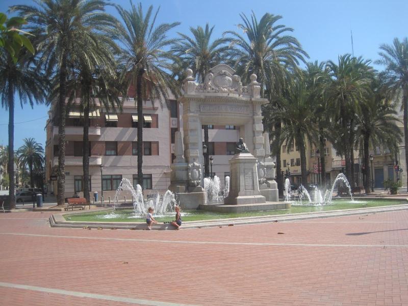 AMAZING HOME &4 ROOMS & WIFI & BEACH - Image 1 - Valencia - rentals