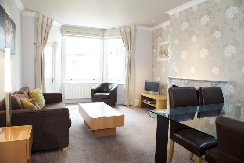 Living Room - Cheniston Gardens, Kensington - London - rentals