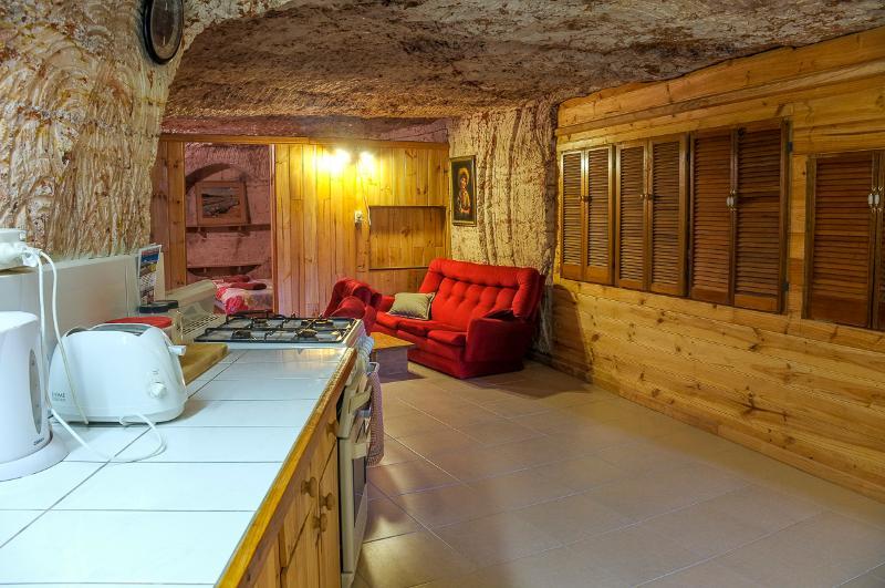 kitchen, dining - Venushill Underground B+B - Coober Pedy - rentals