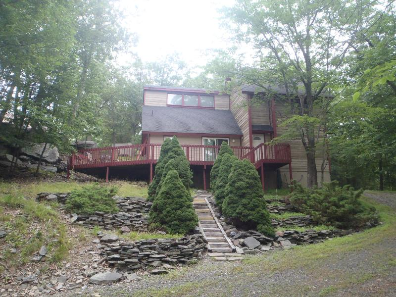 Secluded Getaway - Beautiful Pocono Vacation Home - Bushkill - rentals