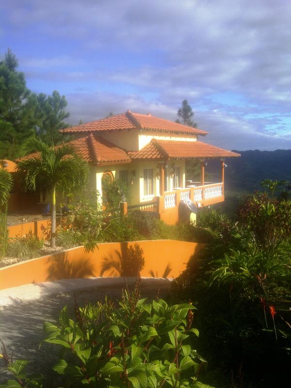 Villa Bowes on the crest of the mountain - SPECTACULAR OCEAN AND MOUNTAIN VIEWS @ Villa Bowes - Sora - rentals