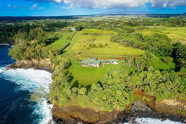 Hale Hokule'a perched on the Hamakua coast - One of Hawaii's most secluded ocean front estates - Papaikou - rentals