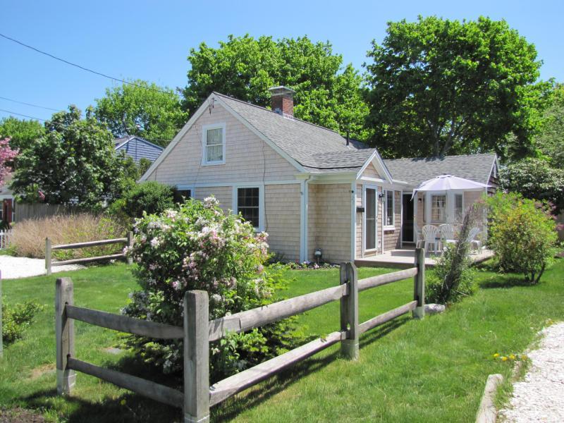 Beach bungalow & front lawn side view - Seaside Cape Cod Escape Norris Cottage - Hyannis - rentals