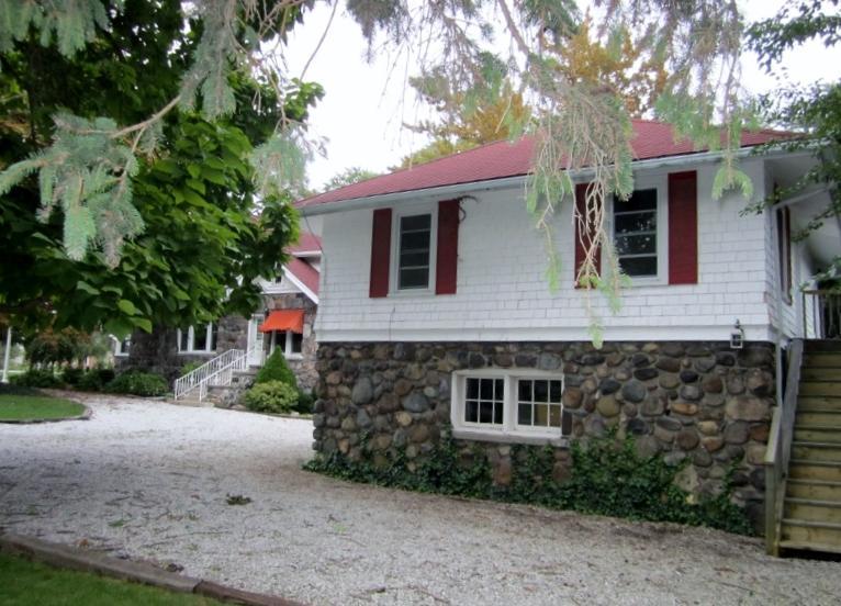 Suite Entrance - Bright, cozy, private, 1BR suite - Kingsville, ON - Kingsville - rentals