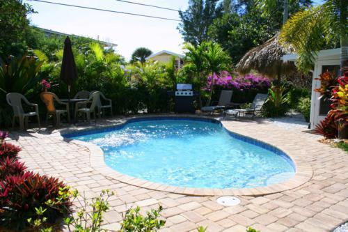 Pool 1 - LAZY DAZE - Holmes Beach - rentals