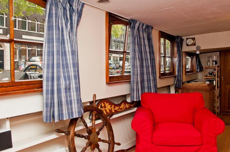 Original Cosy Amsterdam Houseboat - Image 1 - Amsterdam - rentals
