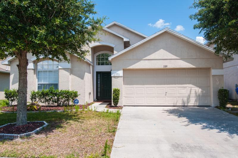 Lily House with a Private Pool and Hot Tub - Image 1 - Kissimmee - rentals