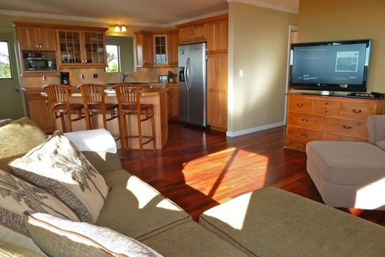 Living room & kitchen - Private 3BR Upcountry Renovated Home w/ Views - Makawao - rentals